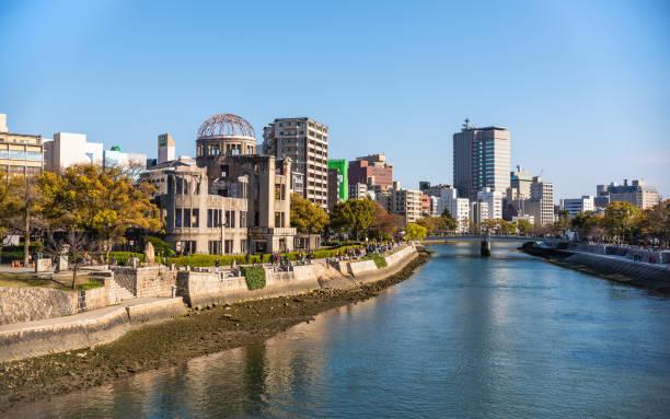 atomic bomb dome in hiroshima, japan - hiroshima zdjęcia i obrazy z banku zdjęć