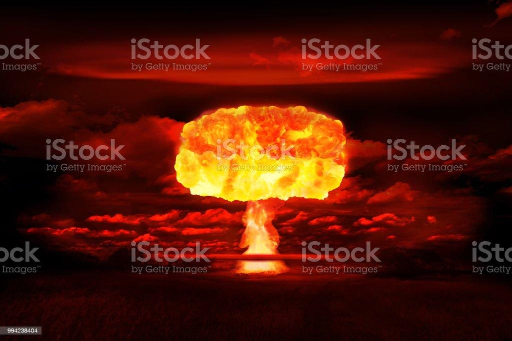 Atombomben realistiska explosion, röd färg med rök på svart bakgrund bildbanksfoto