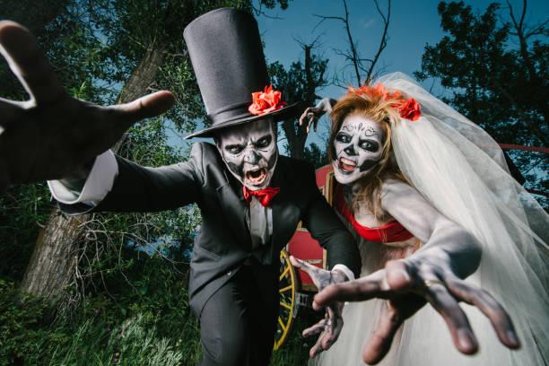 Attacking horror wedding couple picture id471699893?b=1&k=6&m=471699893&s=612x612&w=0&h=kugpco65gvtfaidso0 qhe4q25lhnbs0hygref4vqis=