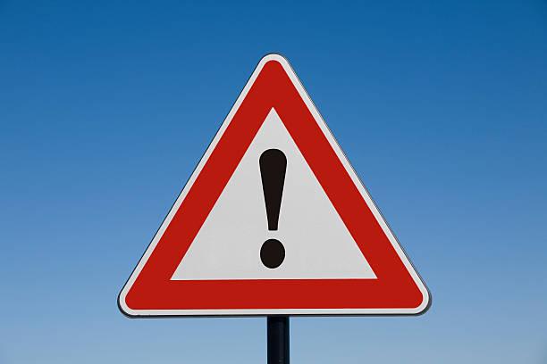 aufmerksamkeit! - warnschild stock-fotos und bilder