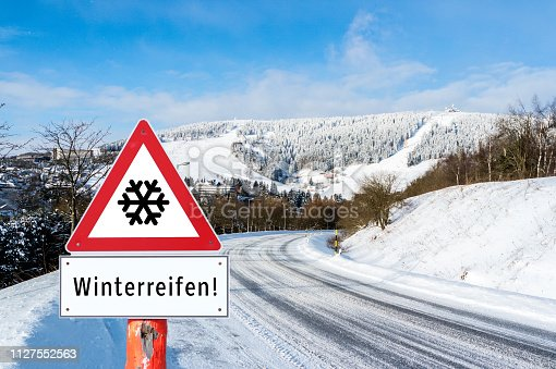 Attention winter tire sign