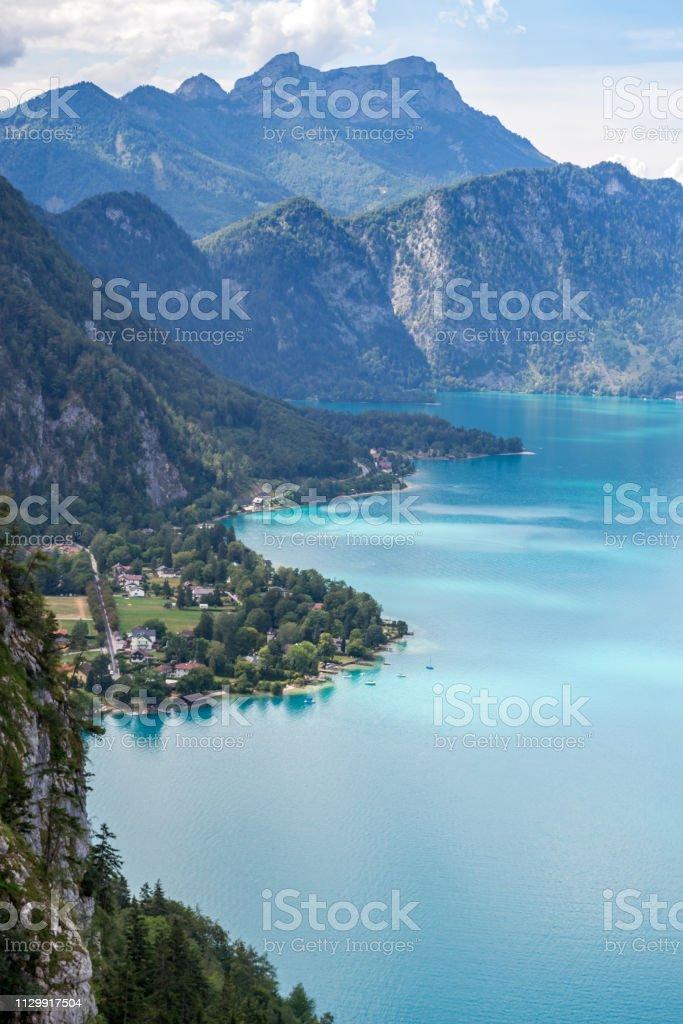 Attersee-See in Österreich, von oben gesehen, mit einer klaren Küste während einer Sommer-Urlaub-Reise – Foto
