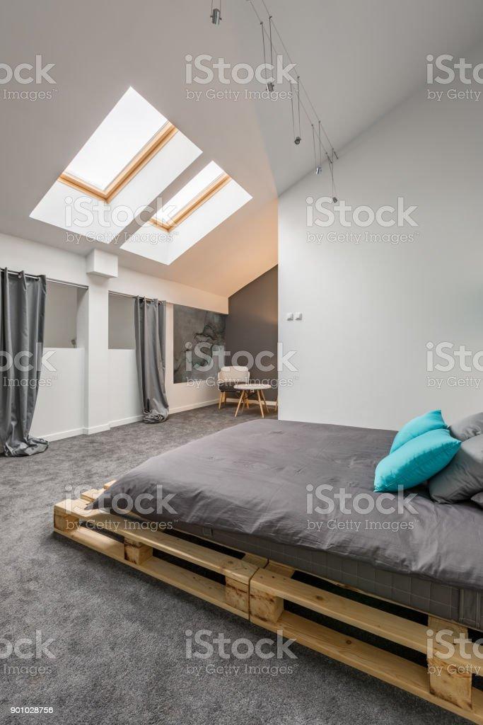 Chambre Mansardée Avec Lit De Palette Photos Et Plus Dimages De A