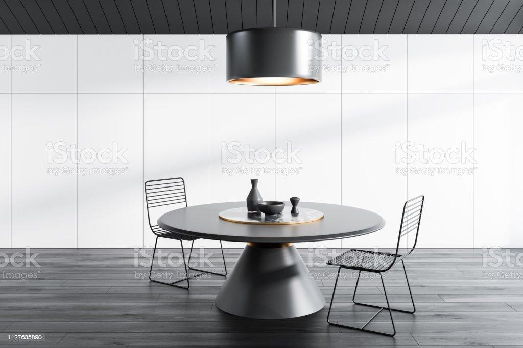 Ático de comedor, mesa redonda, gris - foto de stock