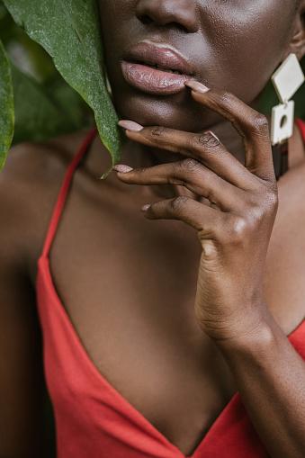 Güzel Manikür Ile Çekici Afroamerikan Modeli Stok Fotoğraflar & Afrika Kökenli Amerikalılar'nin Daha Fazla Resimleri