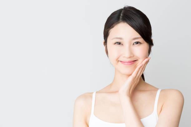 白い背景に分離された魅力的なアジア女性美画像 - スタジオ 日本人 ストックフォトと画像