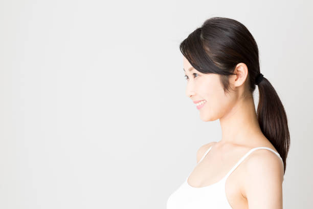 白い背景に分離された魅力的なアジア女性美画像 - 女性 横顔 日本人 ストックフォトと画像