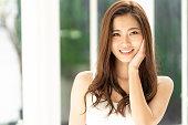魅力的なアジアの女性の美しさのイメージ