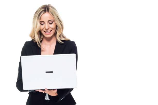 Attraktive blonde Geschäftsfrau - Halten Laptop, Blick auf Laptop – Foto