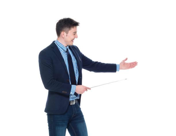 homme d'affaires attrayant utilise un bâton de pointeur - baguette pour pointer photos et images de collection