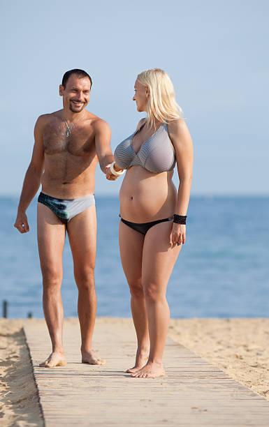 Attractive couple at the sea picture id176870267?b=1&k=6&m=176870267&s=612x612&w=0&h=l5yluqmvkptzh4fgffzggeblg0nnlzjtegsiju0kj 4=