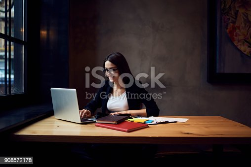 904263506 istock photo Attractive female editor of online issue in formal wear and trendy glasses 908572178