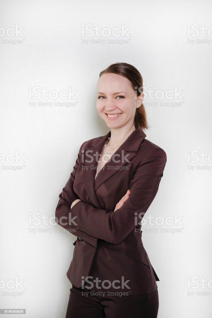 6aec9c2c044 Jolie jeune fille en costume sur fond blanc et isolé. Concept d affaires.
