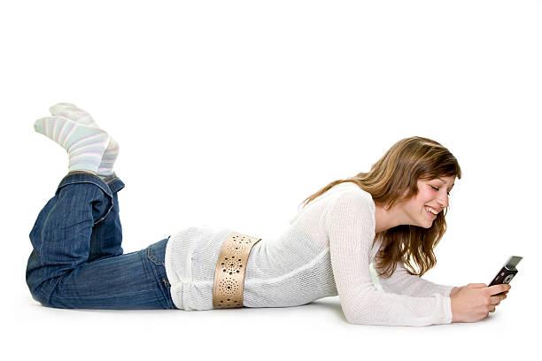 Jolie fille avec téléphone isolé sur blanc - Photo