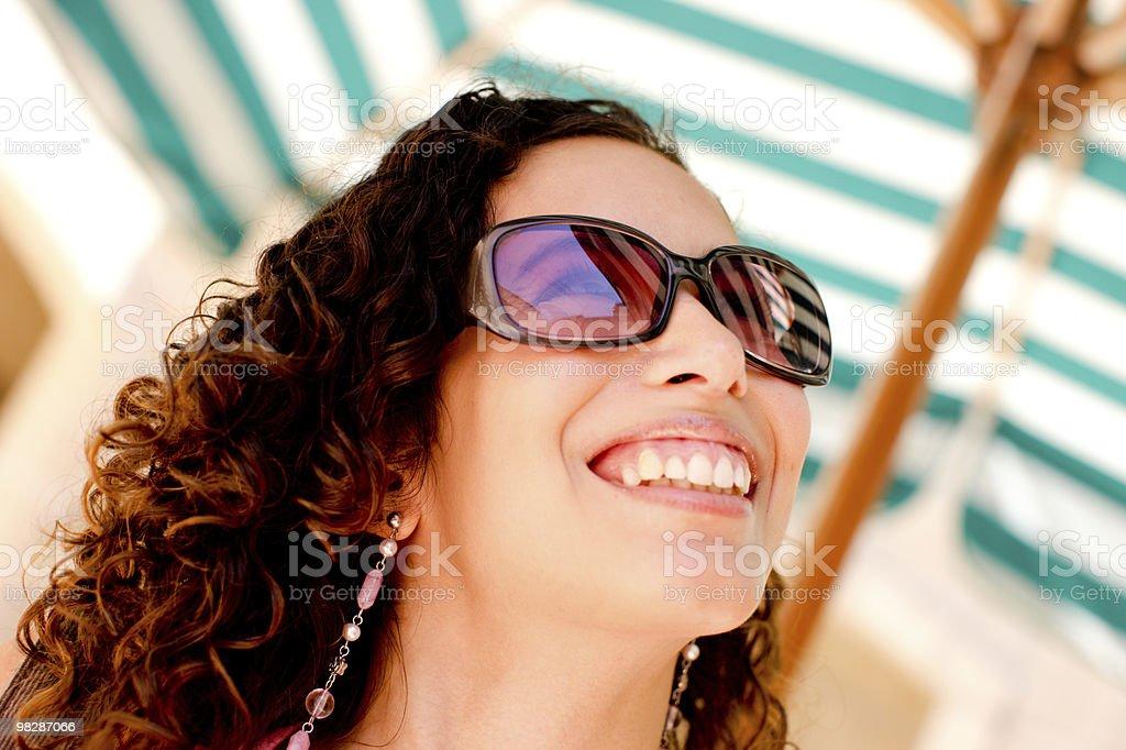 매력적인 행복한 젊은 여자 사진 royalty-free 스톡 사진