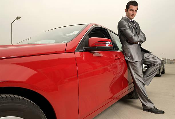 attraktive männliche und seine roten sportwagen - 1m coupe stock-fotos und bilder