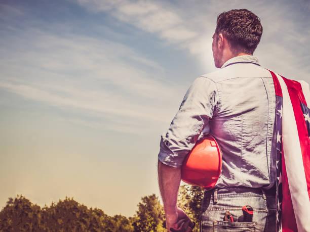 homem atraente em roupas de trabalho - dia do trabalho - fotografias e filmes do acervo