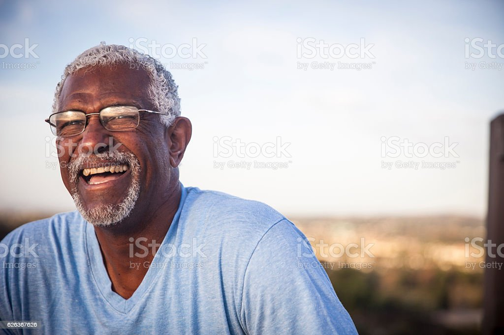 Attractive Senior Black Man Outdoor Portrait - foto de acervo