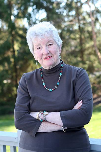 attraktive senior - türkise haare stock-fotos und bilder