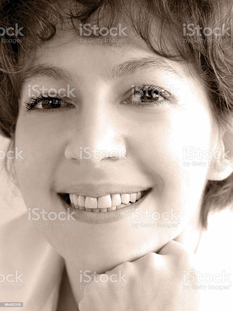 魅力的な笑顔の女性 - あこがれのロイヤリティフリーストックフォト