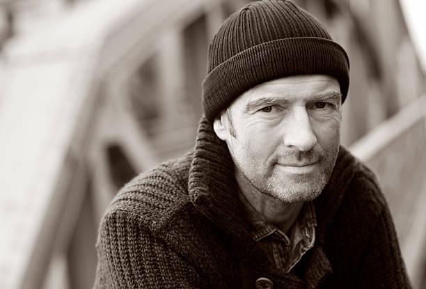 Attraktive unshaved Mann mit Kappe – Foto