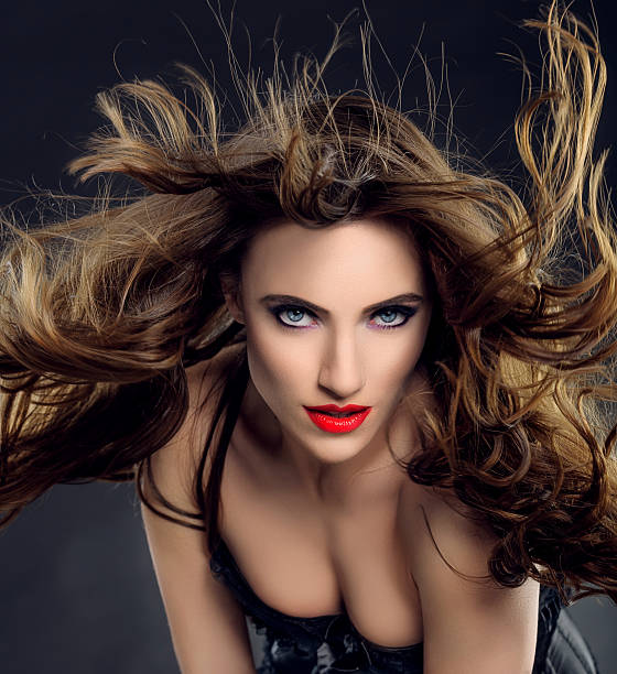 belle femme vampire - vampire femme photos et images de collection