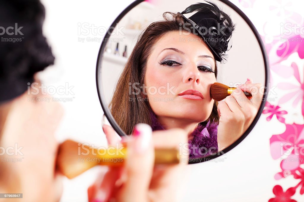 Attractive woman applying rouge. royalty free stockfoto