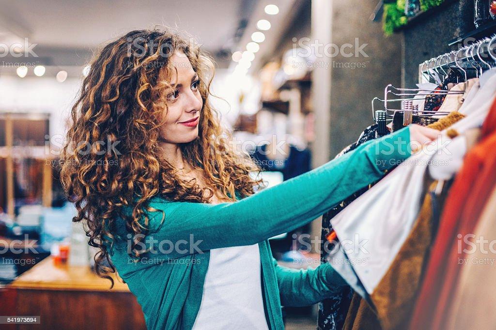 Belle femme à la mode magasin - Photo