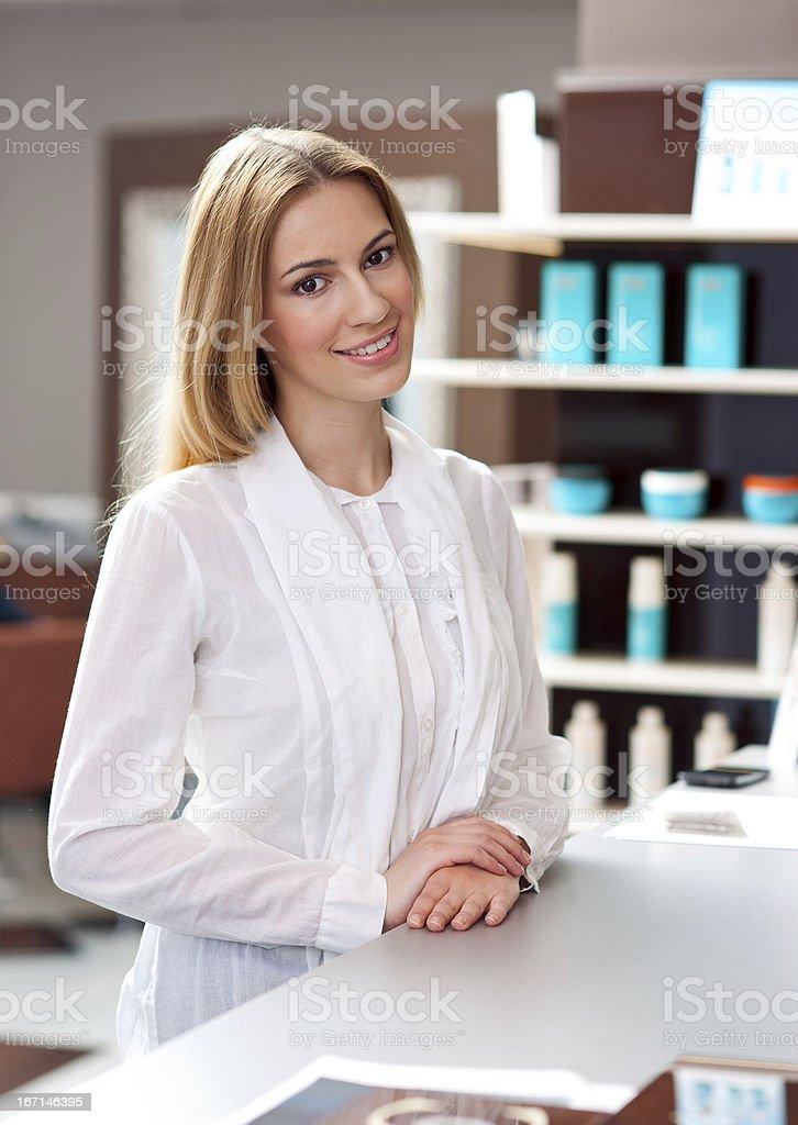 Atraente mulher recepcionista - foto de acervo