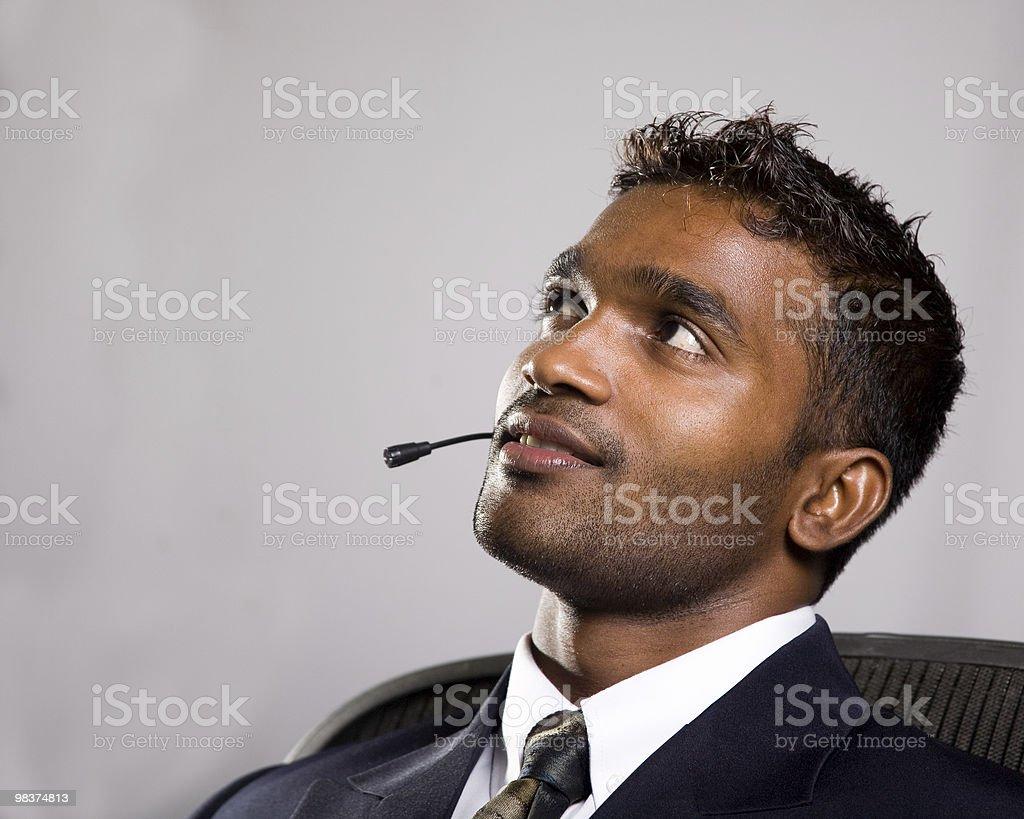Attraente giovane uomo d'affari alla ricerca di futuro foto stock royalty-free