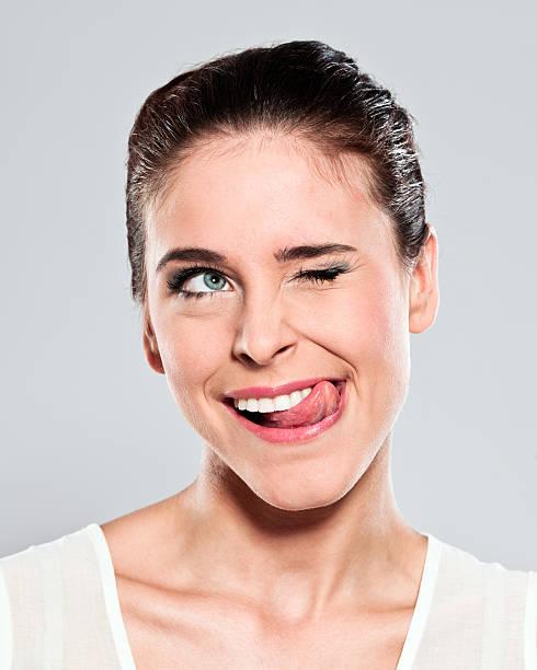 Séduisante jeune femme Grimace de crispation - Photo