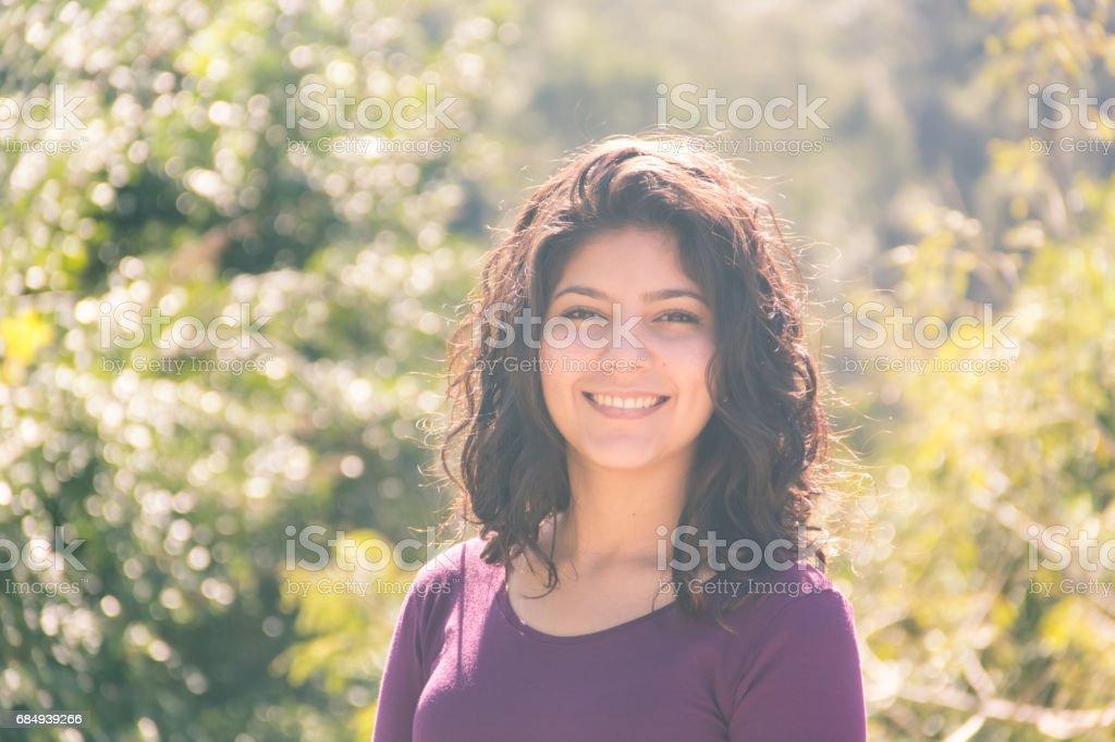 Attraktive junge Frau Porträt Lizenzfreies stock-foto