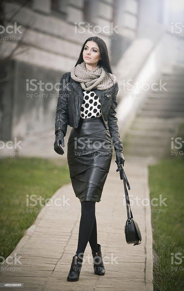 Attraktive junge Frau in ein winter-Mode-Aufnahme – Foto