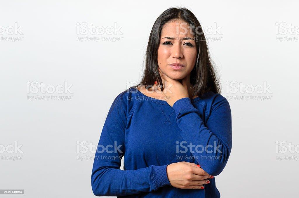 Belle jeune femme avec un Mal de gorge - Photo