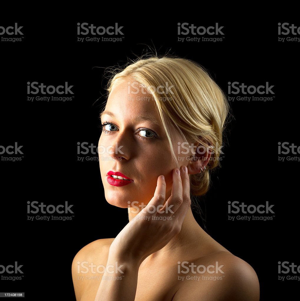 Attraktive young blond woman on black royalty-free stock photo
