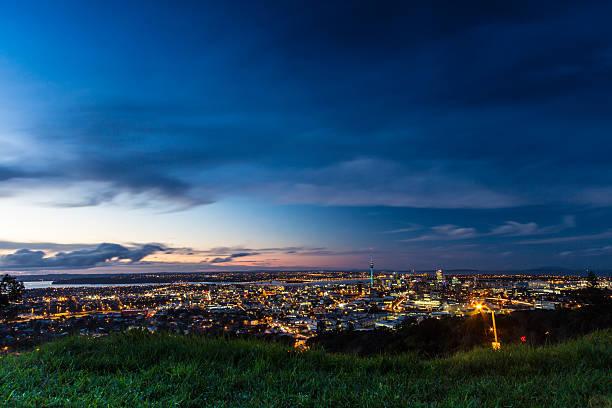 Auckland City in der Abenddämmerung – Foto