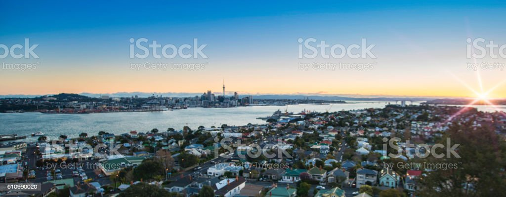 Auckland Sunset with flare - foto de acervo