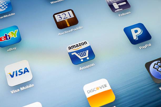 asta app icona su nuovo ipad - paypal foto e immagini stock