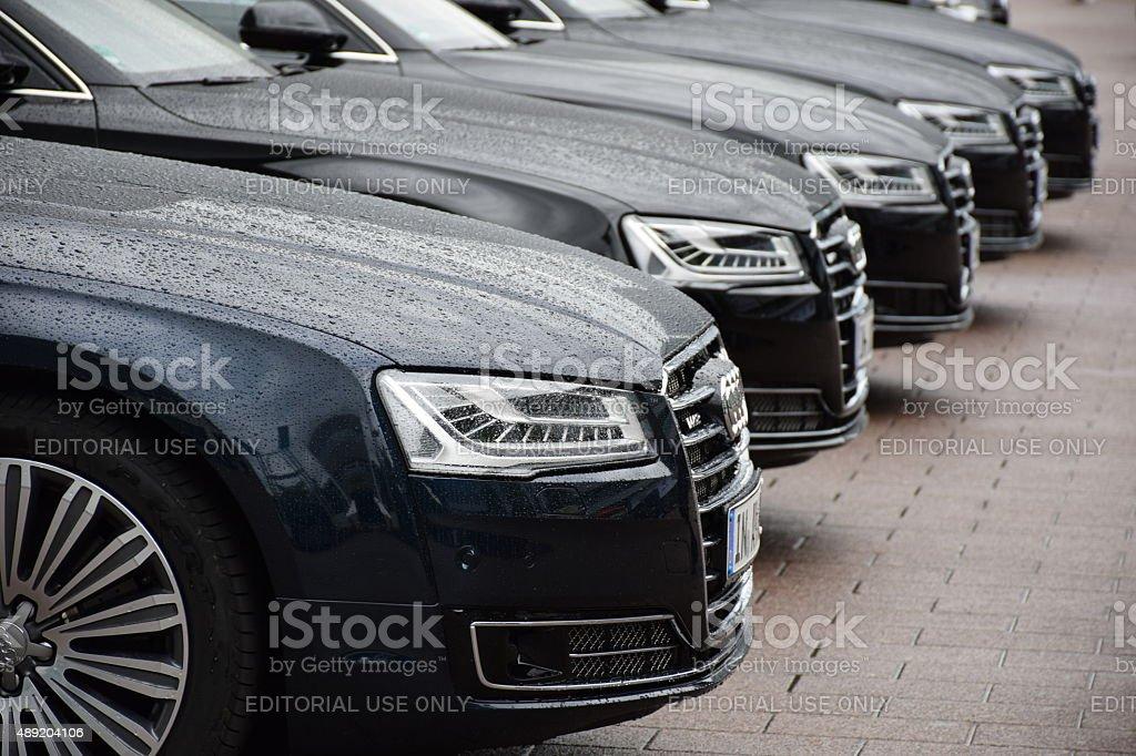 Audi las limusinas en una fila - foto de stock