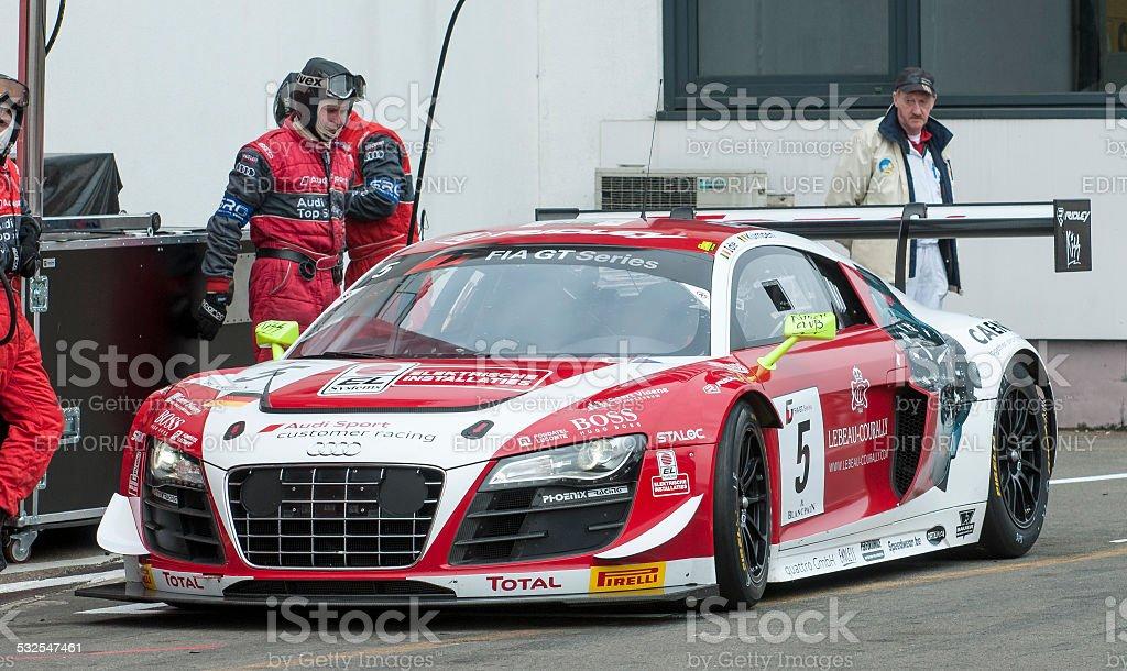 Audi R8 LMS voiture de course dans le pit lane - Photo