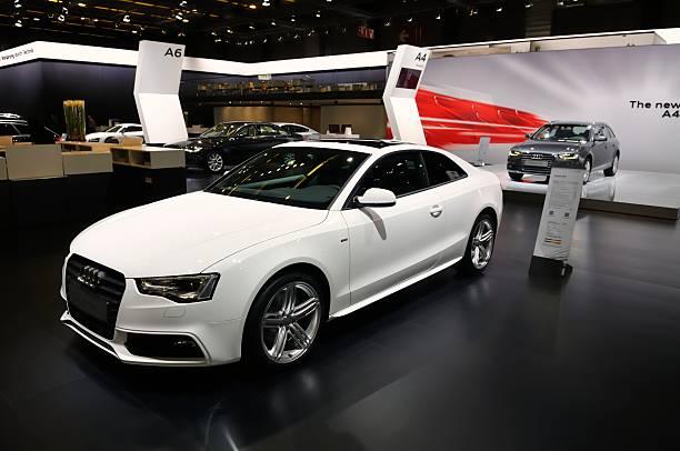 audi s5 coupe auto - audi s5 coupe stock-fotos und bilder