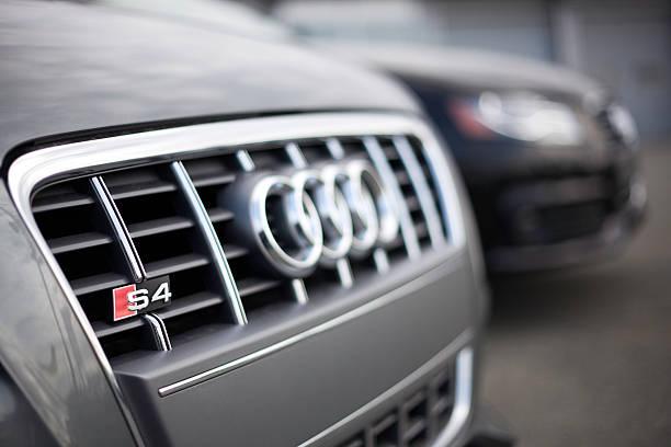 Cтоковое фото Audi транспортных средств в Автосалон