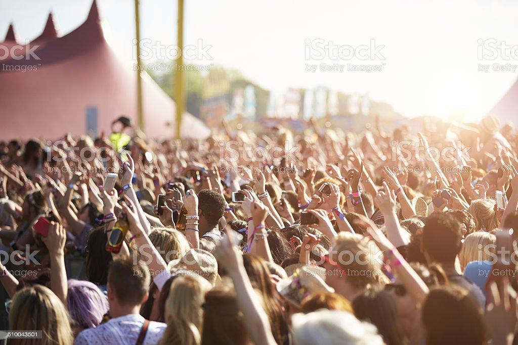 Audiencia At Outdoor Music Festival foto de stock libre de derechos