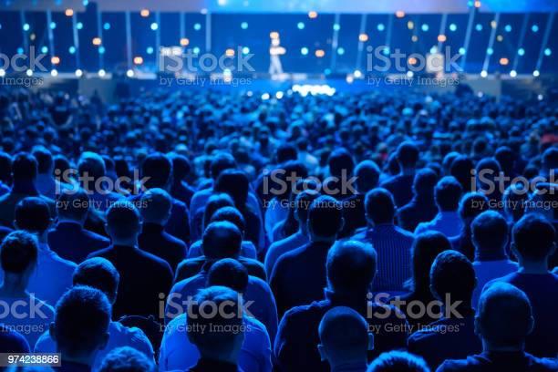 Publikum Hört Der Dozent An Der Konferenz Stockfoto und mehr Bilder von Bildung