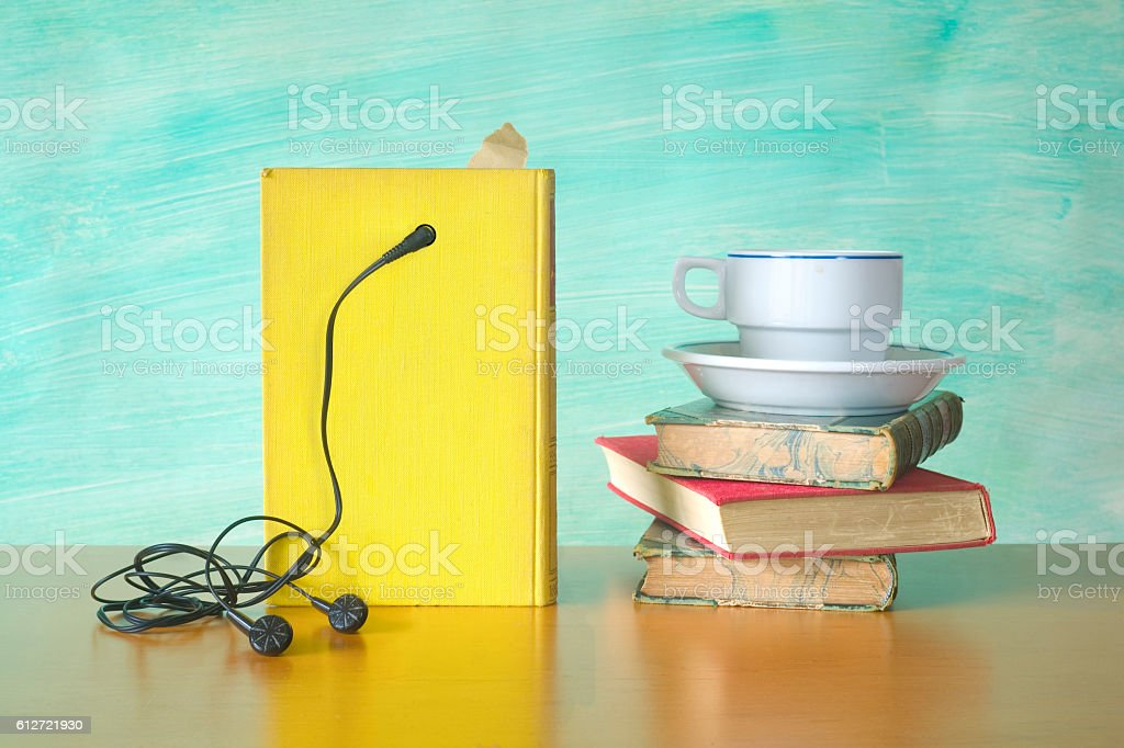 audio book and a cup of coffee Lizenzfreies stock-foto
