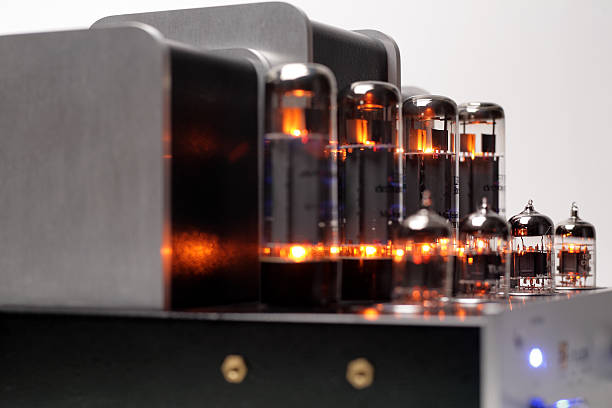 audiophile tube amplifier - radiobuis stockfoto's en -beelden
