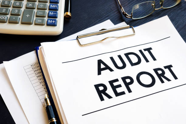 audit report with business documents in an office. - ispezione contabile foto e immagini stock