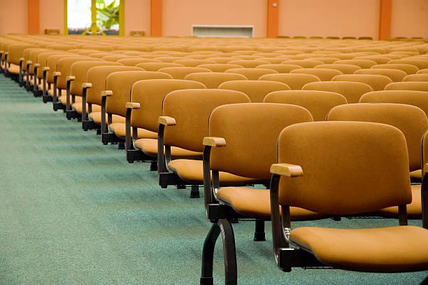auditorium stühlen - gepolsterte bank stock-fotos und bilder