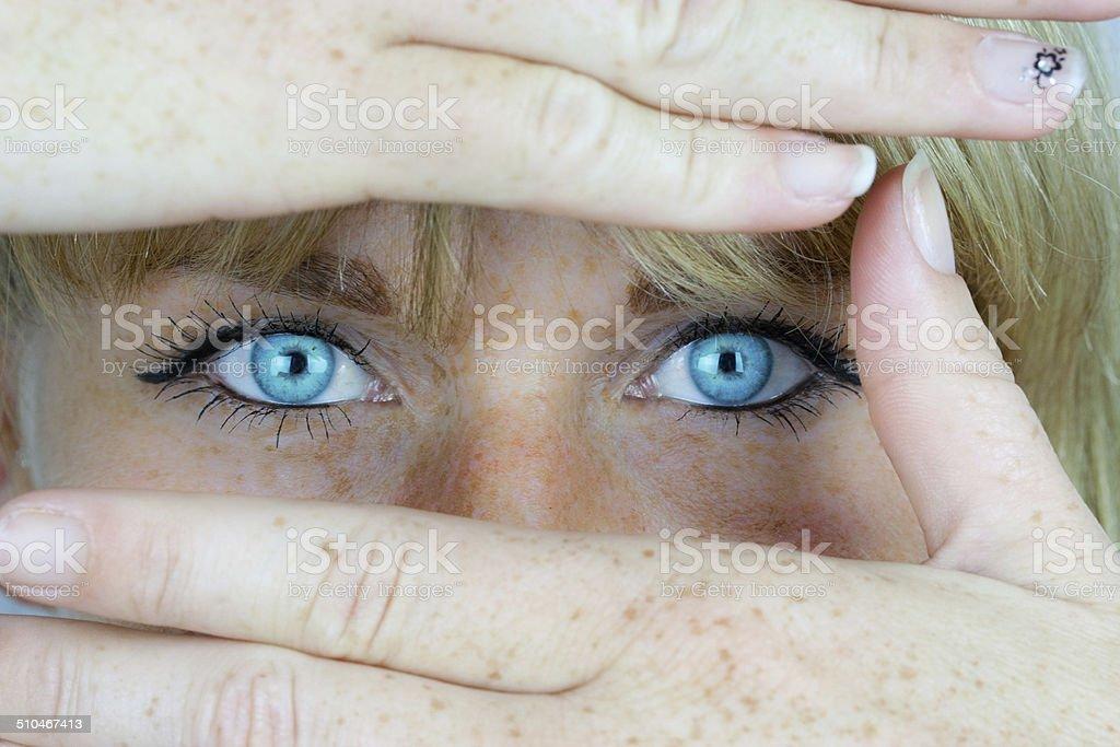 Eyeshadow und Haende – Foto