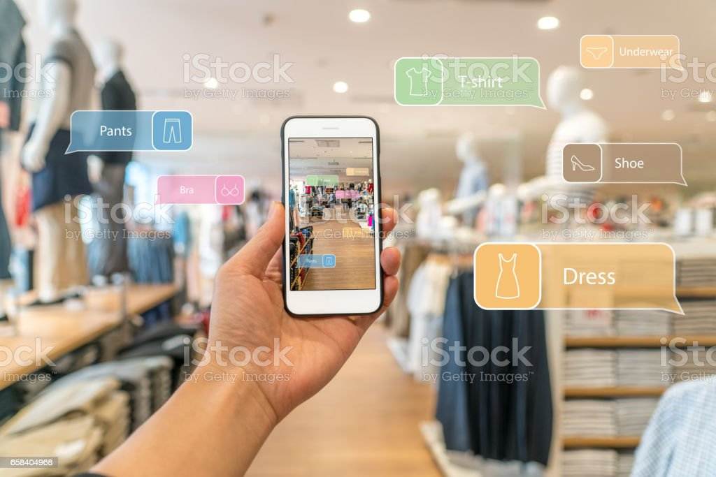 Augmented reality marketing. Hand holding smart phone use AR application to check information - Foto stock royalty-free di Affari